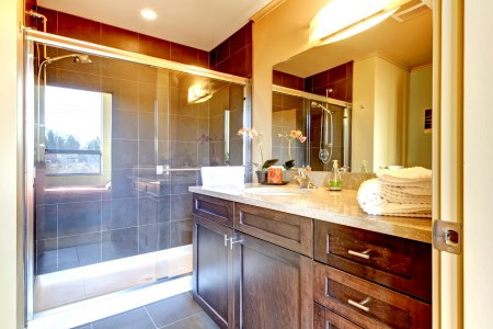 The advantages of glass shower doors
